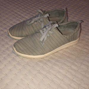 TOMS sneakers sz 8